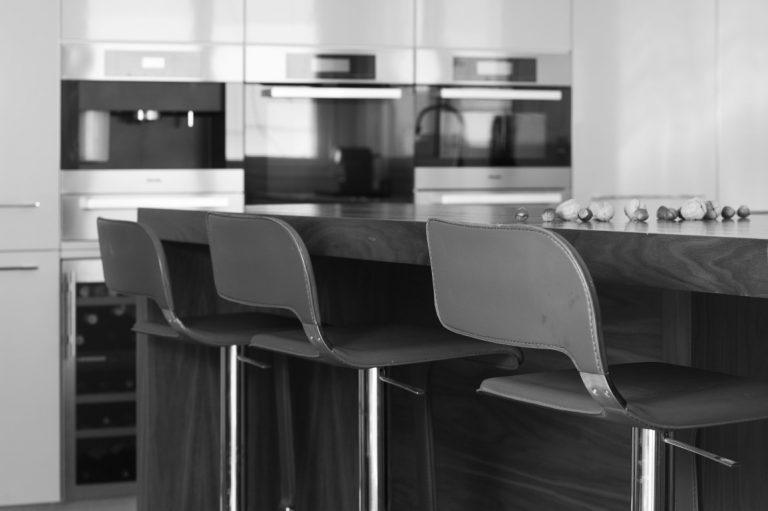 מטבח מודרני שחור